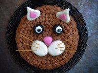 Nutellás-mascarponés amerikai csokitorta - cica torta design-nal