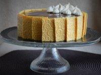 Kávé mousse torta karamellel, kávés habcsókkal és textúrált csokilapokkal